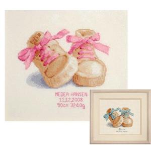 001 Набор для вышивания крестиком VERVACO. Пинетки (в розовых или голубых тонах) Вервако 2002-45698